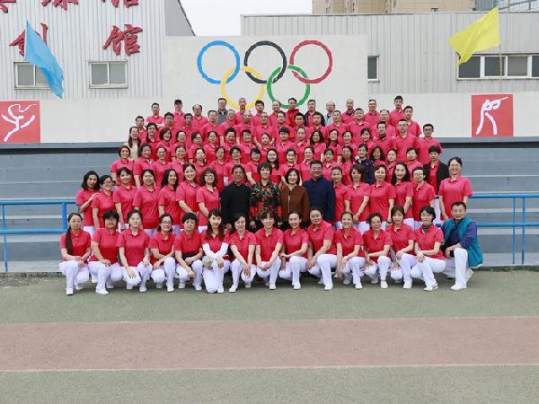 学校举办2018年教职工春季趣味运动会